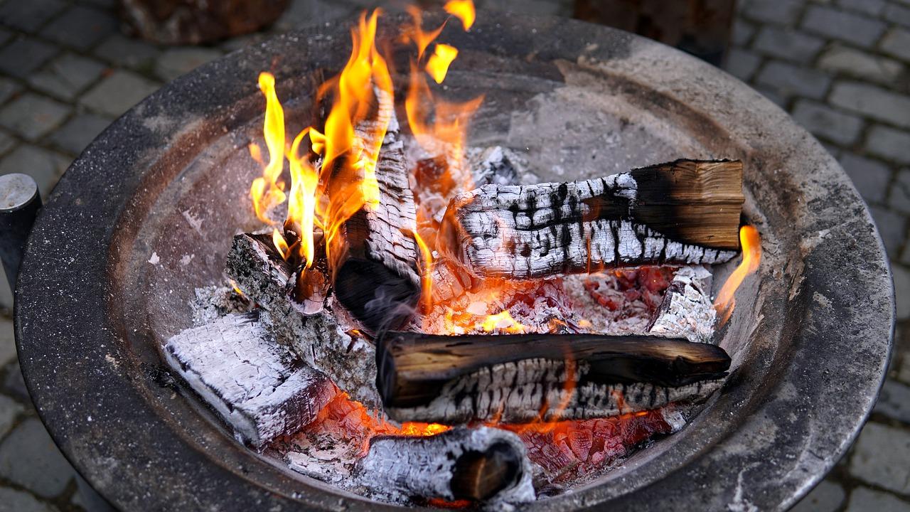 Feuer Feuerschale Glut Flammen Holz