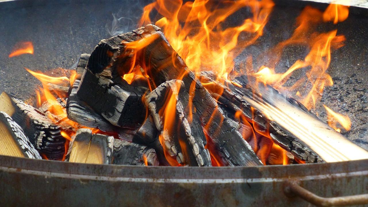 Feuer Hitze Flammen Feuerschale Brennmittel Holzkohle Holz