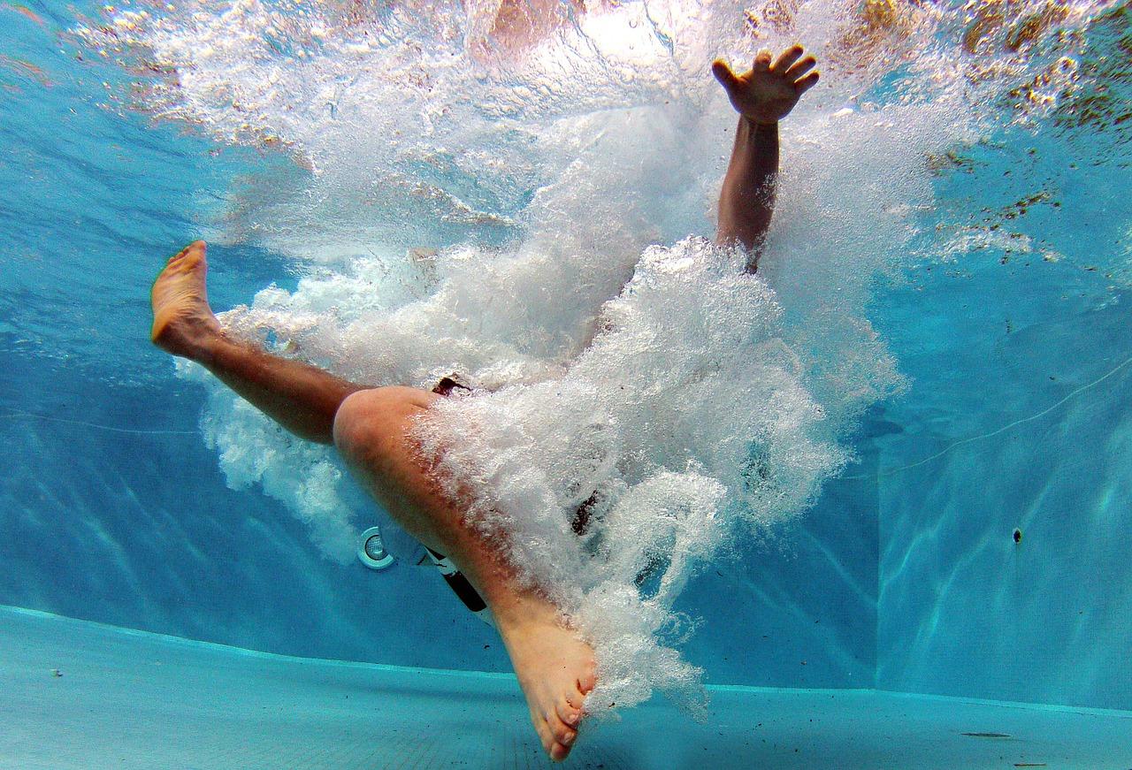 Pool Wasser tauchen schwimmen