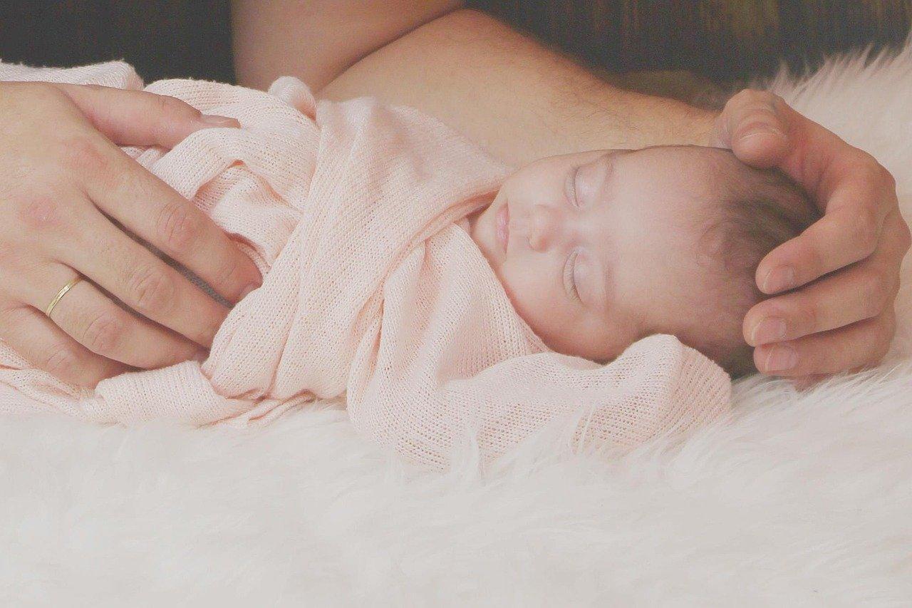 Baby Neugeborenes Pucken Wickeln