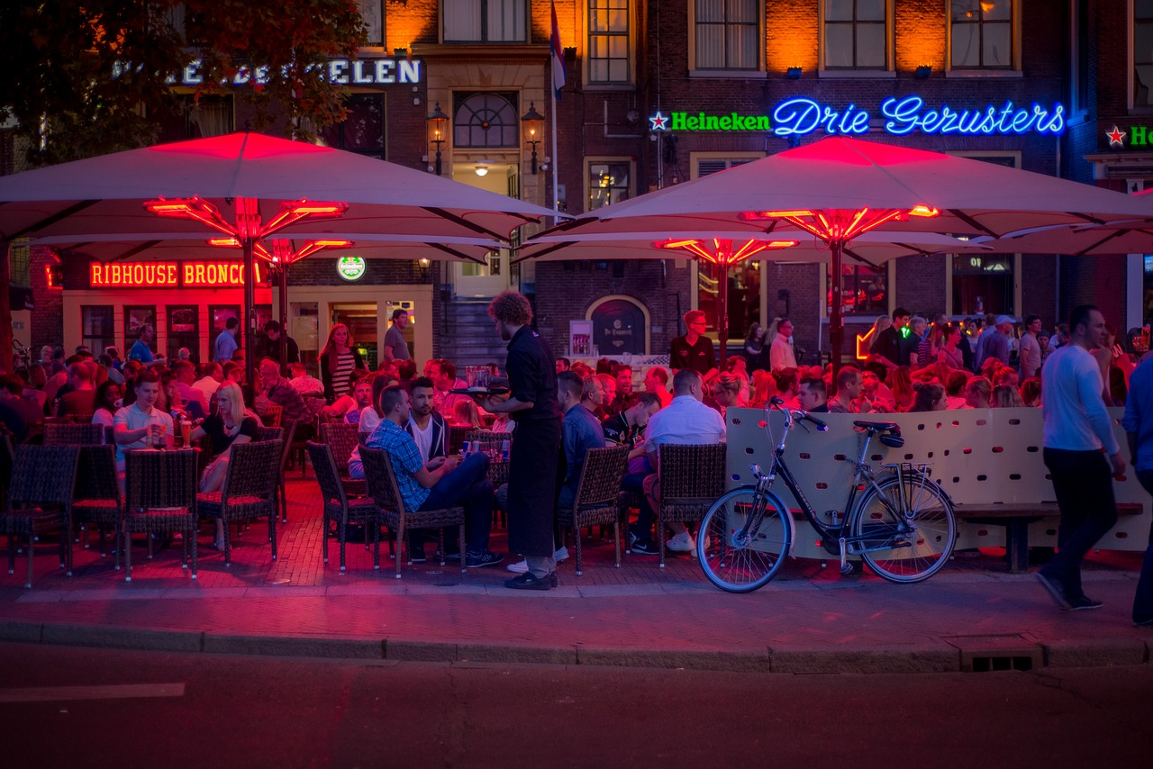 Bar Restaurant Außenbereich Terrasse Gäste Sitzplätze