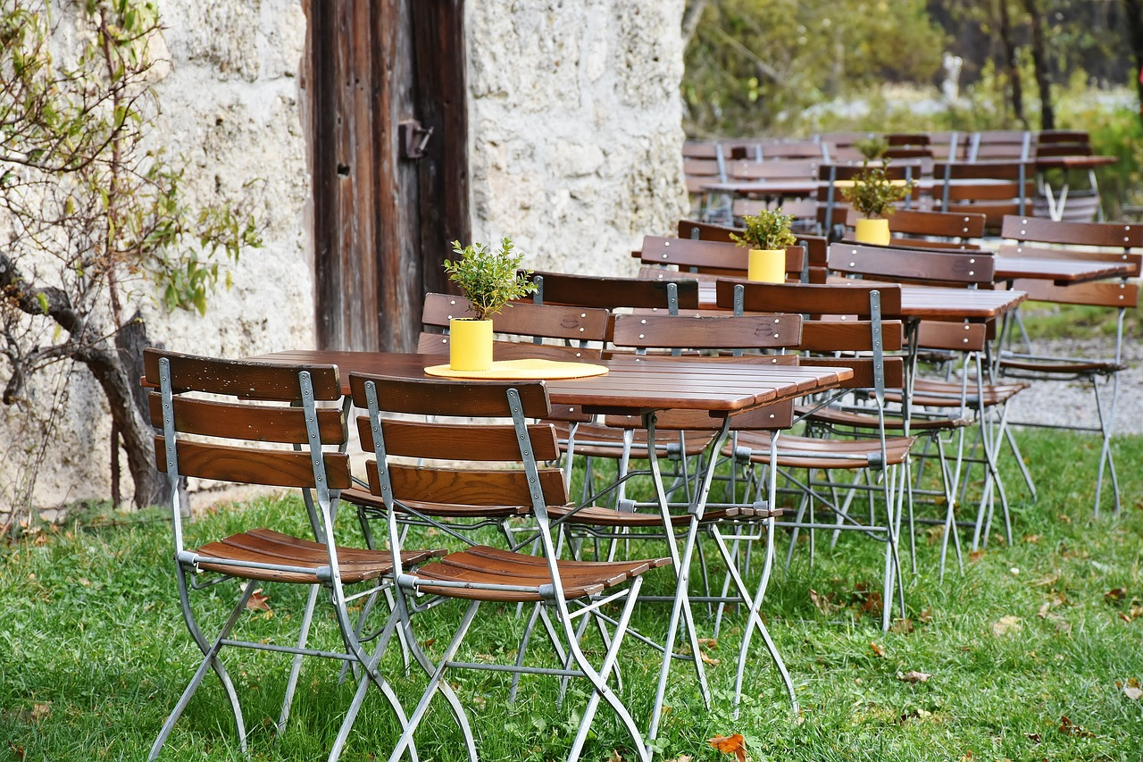 Biergarten Außenbereich Terrasse Deko Herbst