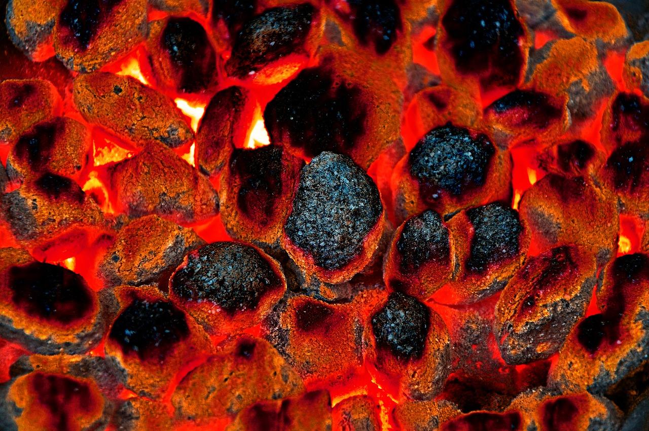Briketts Anzündhilfe Glut Hitze Brennstoff Grillen Kamin Anzünden