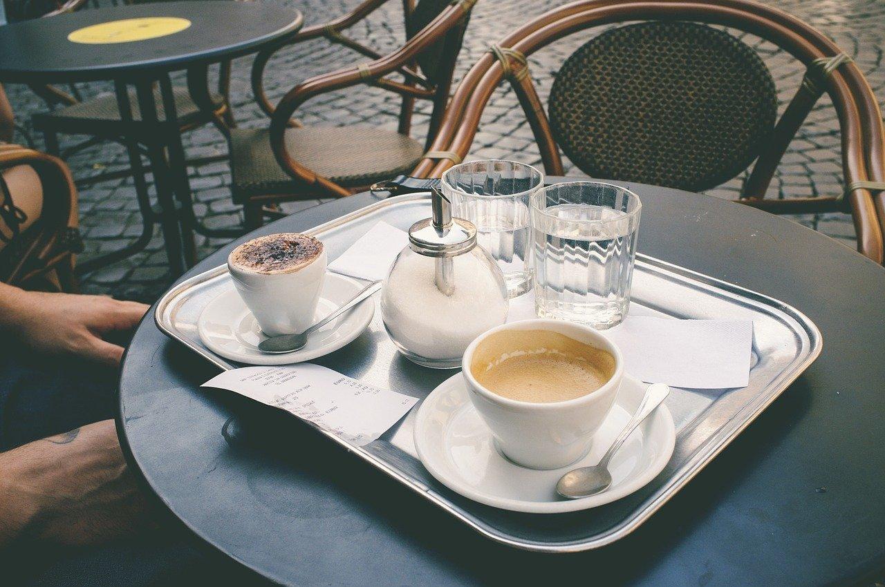Café Kaffee Sitzen Außenbereich Terrasse Stühle