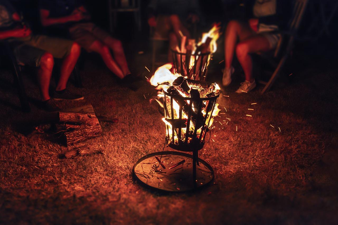 Feuer Feuerkorb Garten Flammen Glut Gäste