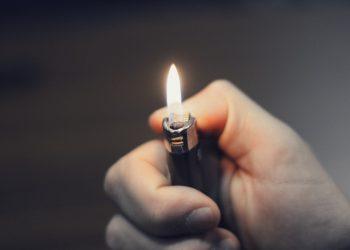 Feuer ohne Feuerzeug machen | Feuerstein wie aus Steinzeit