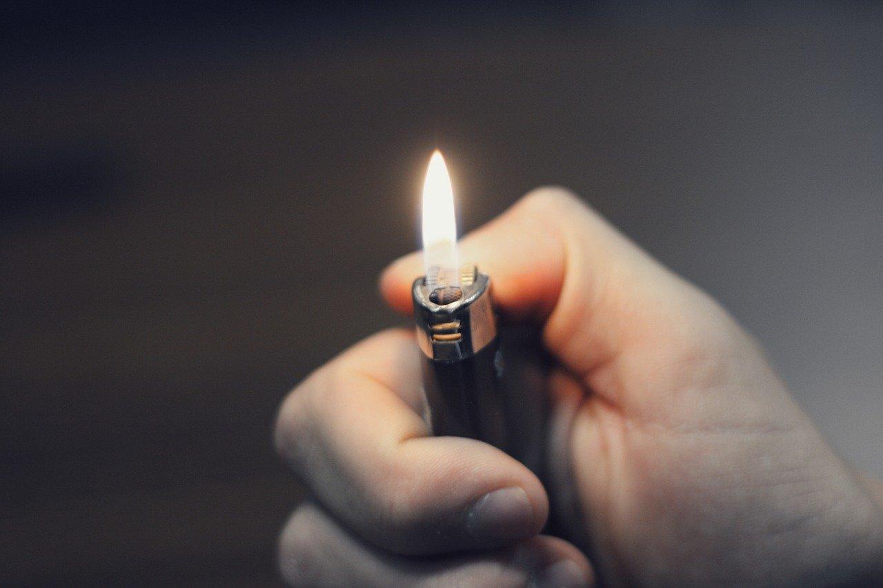 Feuer Feuerzeug Flamme Hand