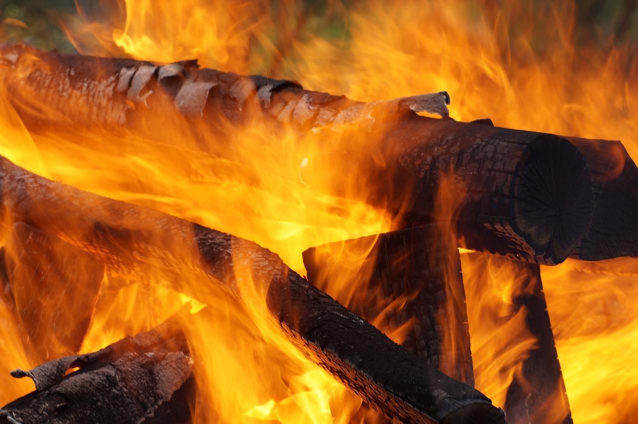 Feuer Flammen Glut Hitze Grillen Kamin