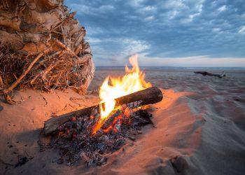 Lagerfeuer am Strand | Feuer machen erlaubt oder verboten?