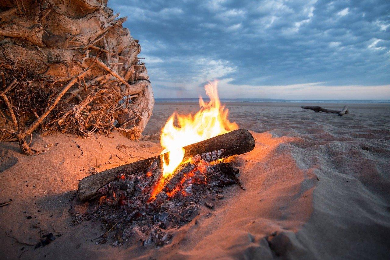 Feuer Flammen Lagerfeuer Strand Meer Sand Dünen