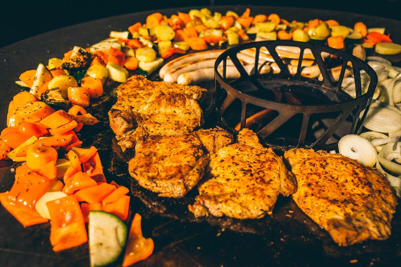 Feuerschale Feuerplatte Grillen Fleisch Gemüse