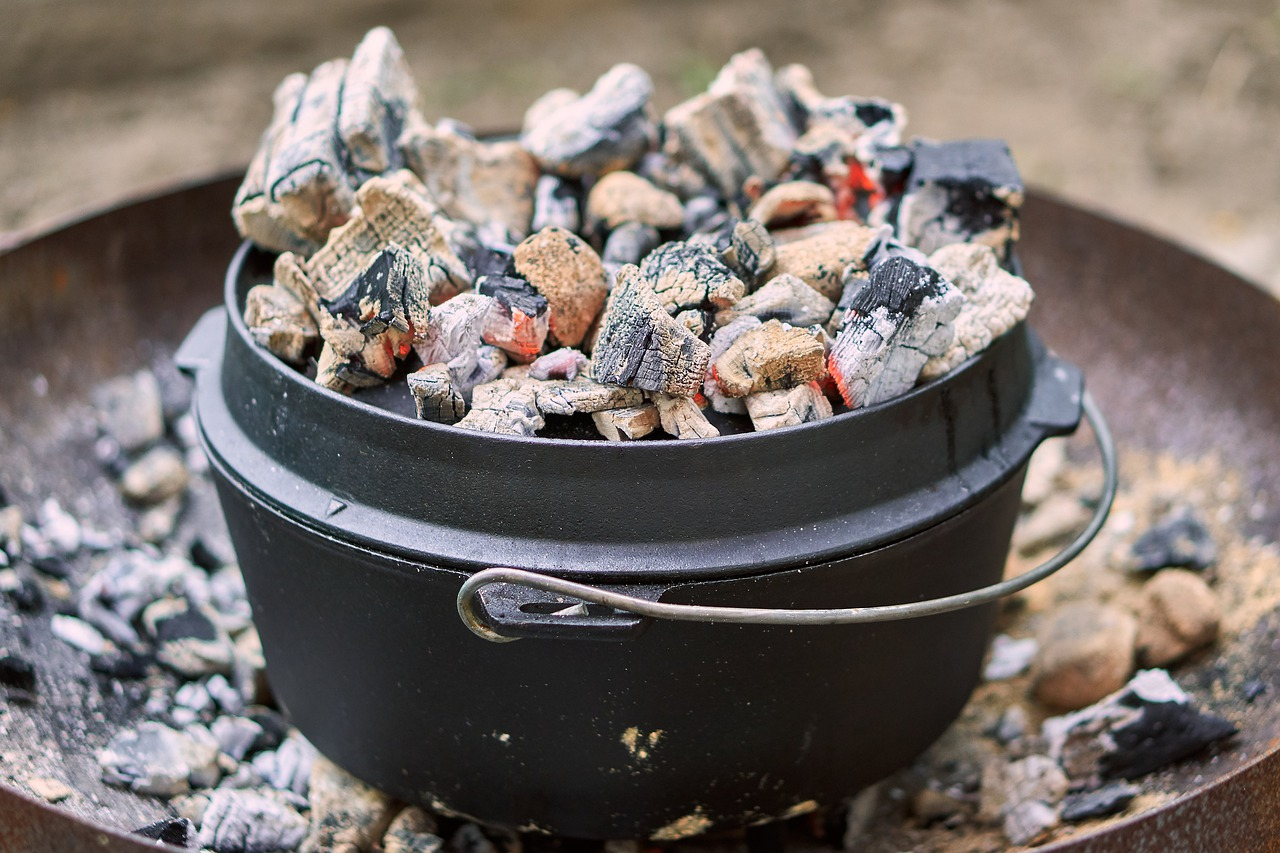Feuertopf Dutch Oven Holzkohle Glut