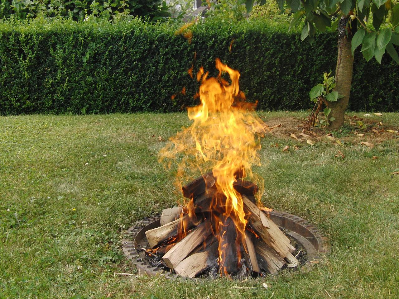 Garten Feuer Lagerfeuer Rasen Wiese