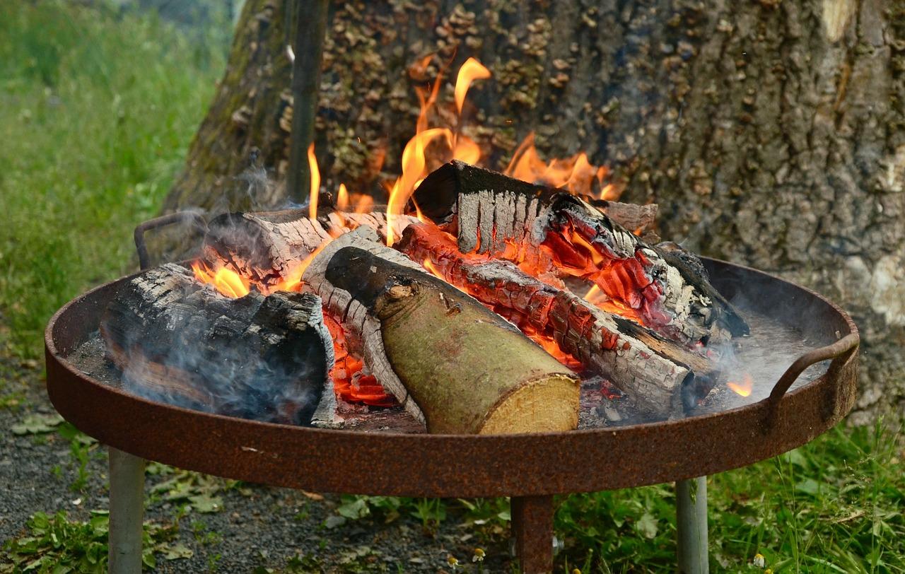 Garten Feuerschale Holz Flammen Glut-Rasen Baum