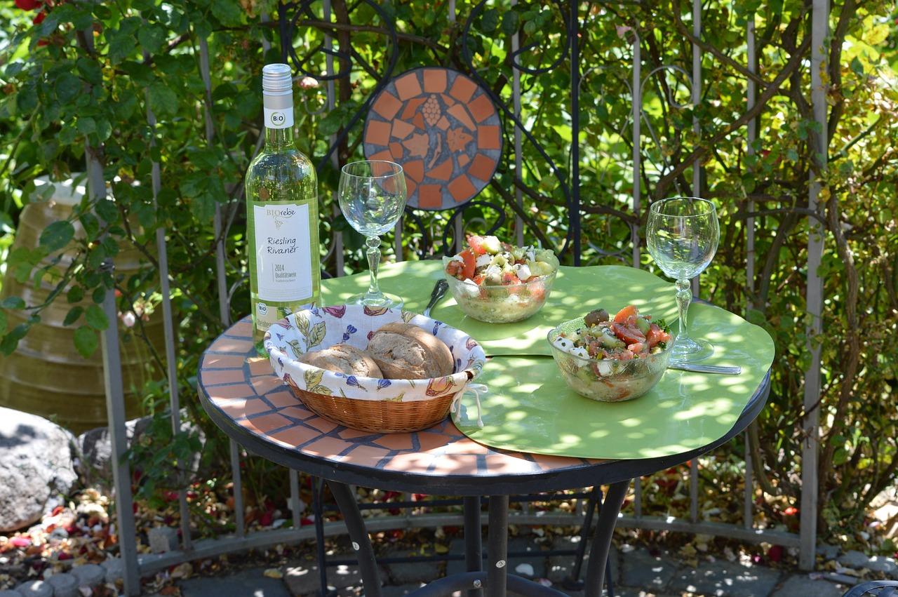 Garten Gartenmöbel Gartentisch Wein Antipasti