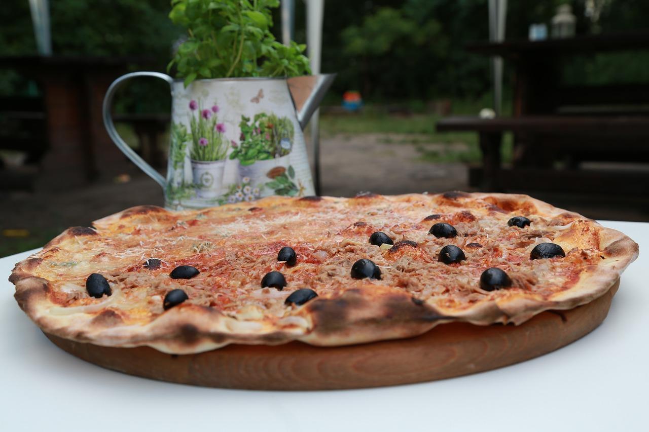 Gartenofen Gartenkamin Pizzaofen Garten Pizza Kräuter