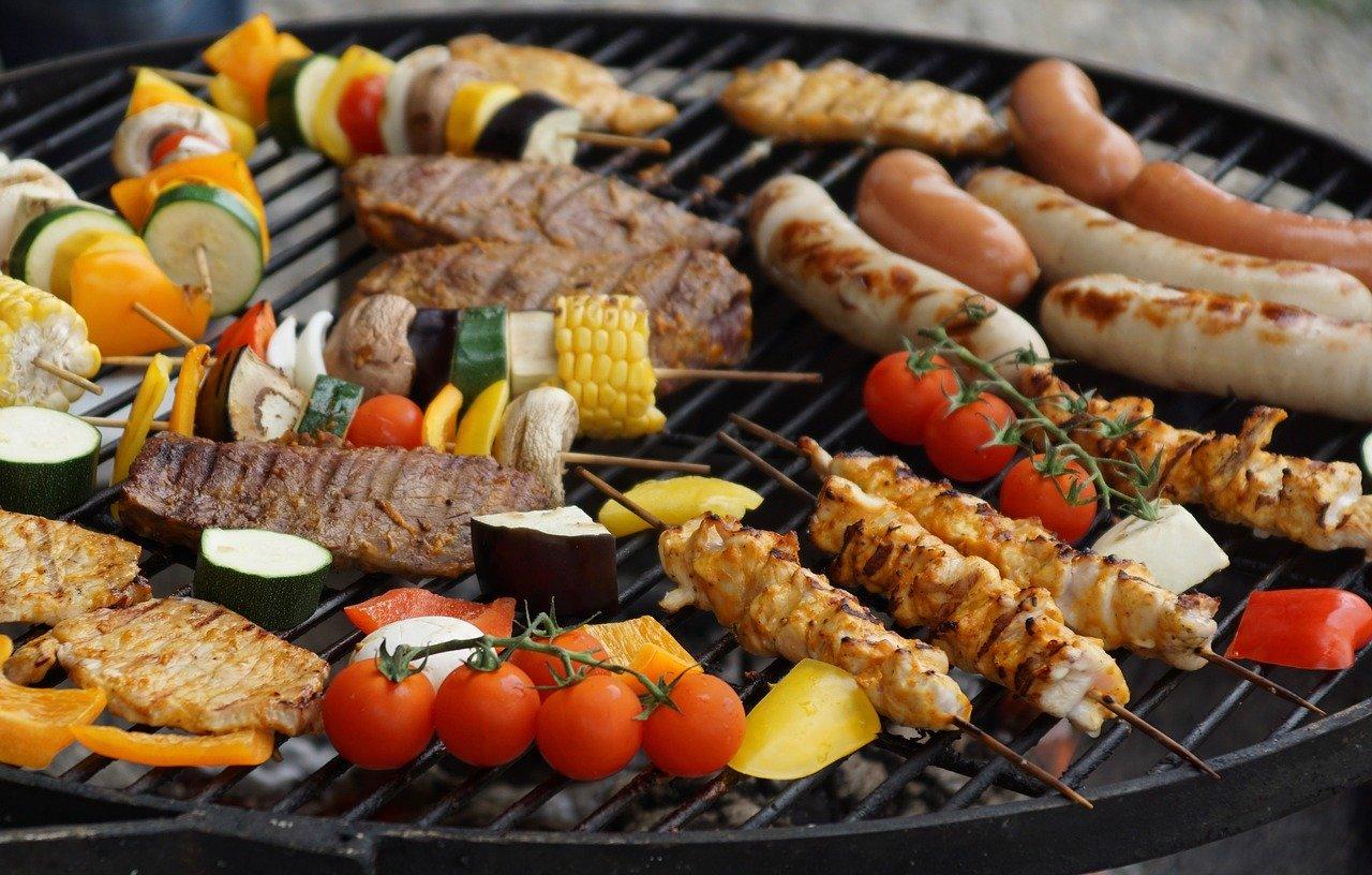 Grillen Fleisch Wurst Gemüse Feuerschale Feuerstelle