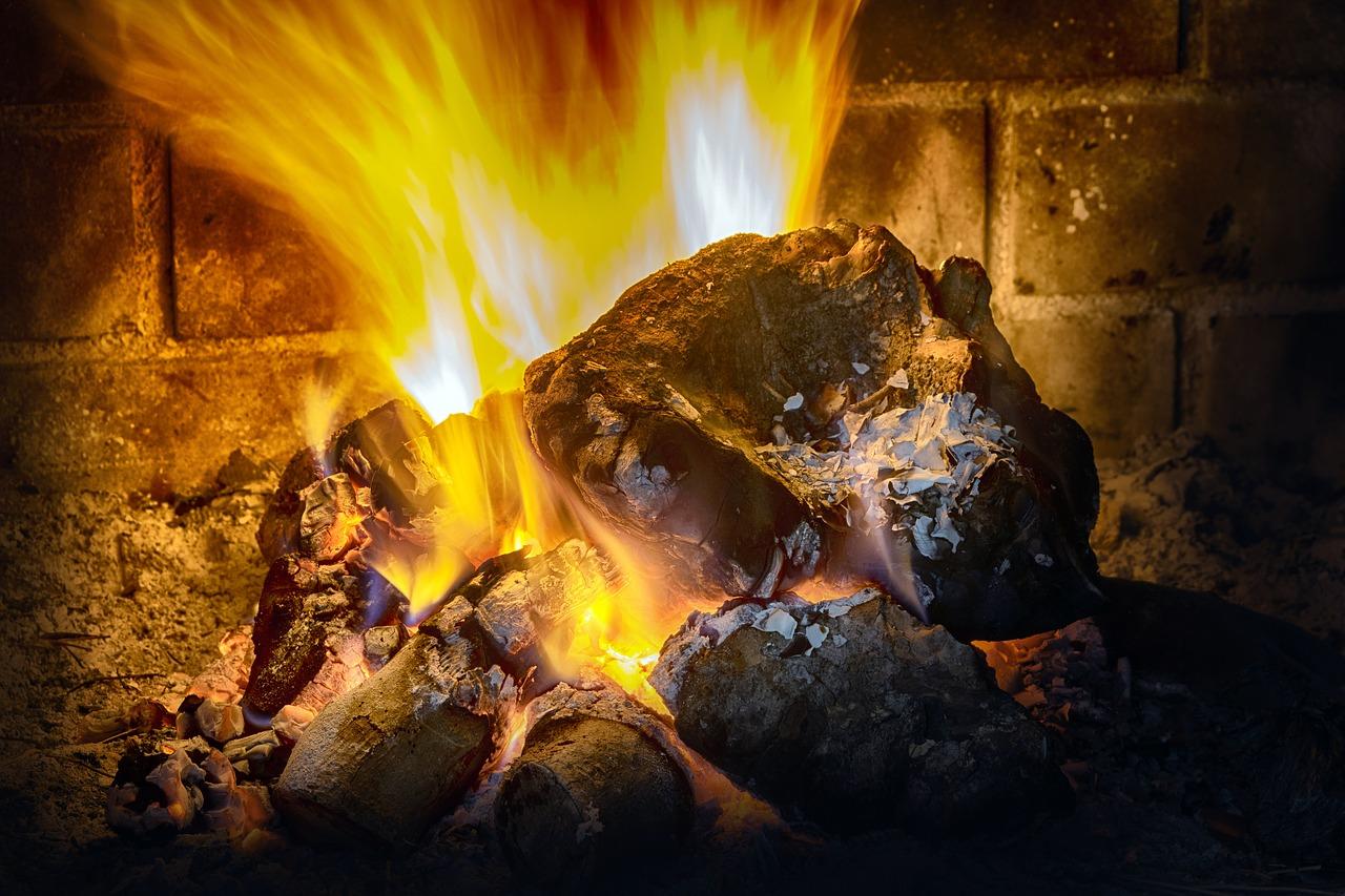 Grillkamin Beton Feuer Hitze Glut