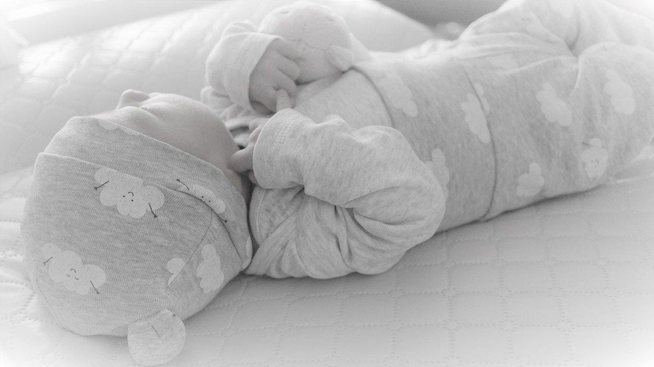 Neugeborenes Baby Wickeln Wickelunterlage Wärme