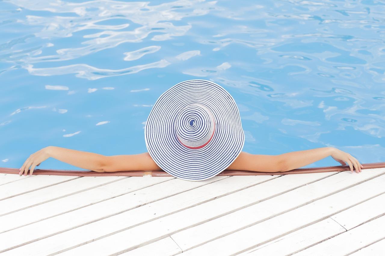 Pool Frau Sonnenhut Wasser Relaxen