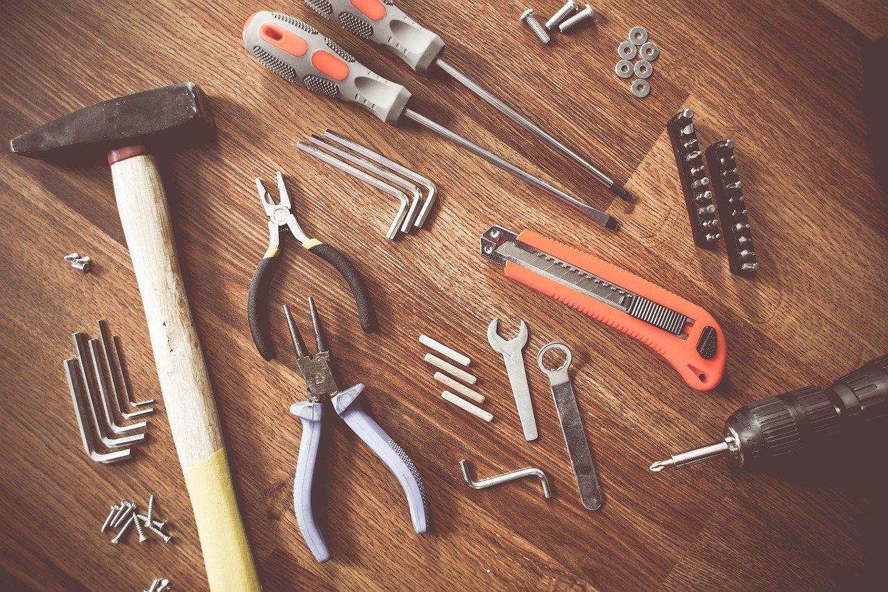Reparatur Werkzeug Hammer Zange Schraubenzieher Seitenschneider