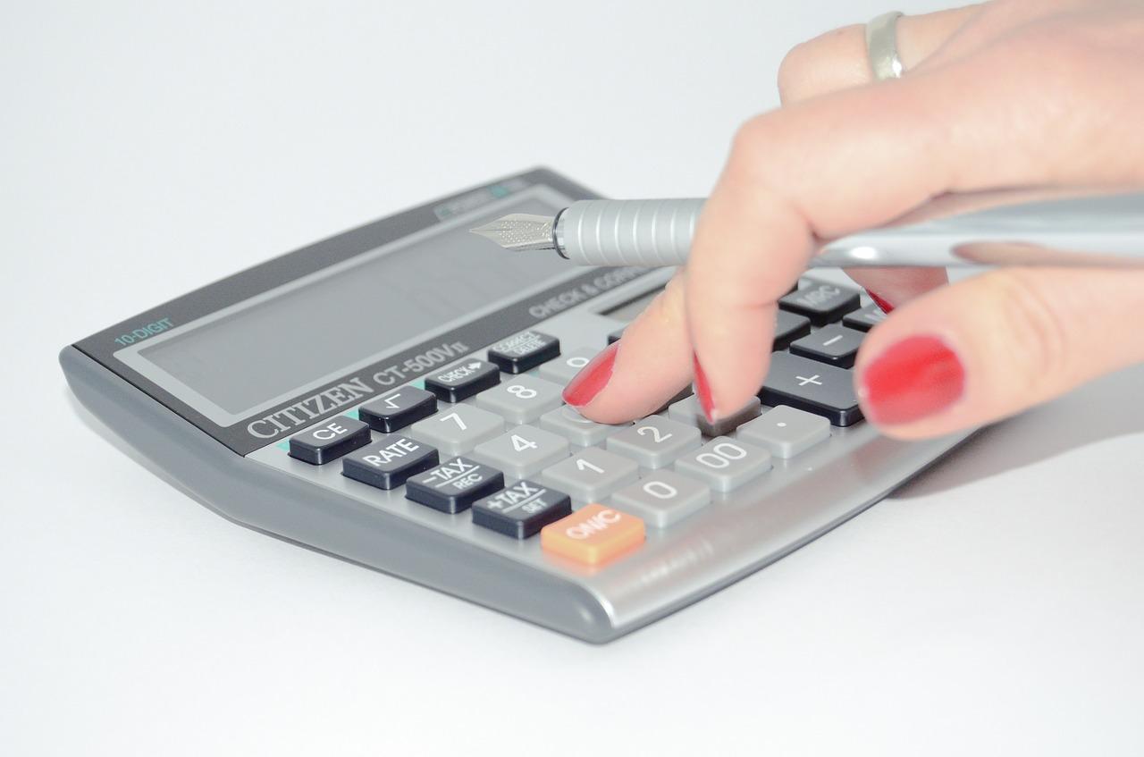 Taschenrechner Kosten Kalkulieren Hand Nagellack