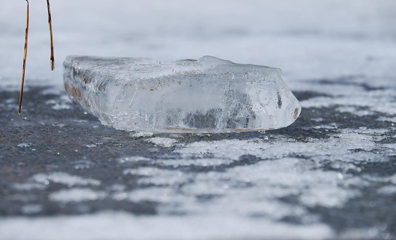 Teich Eisschicht gefroren Winter