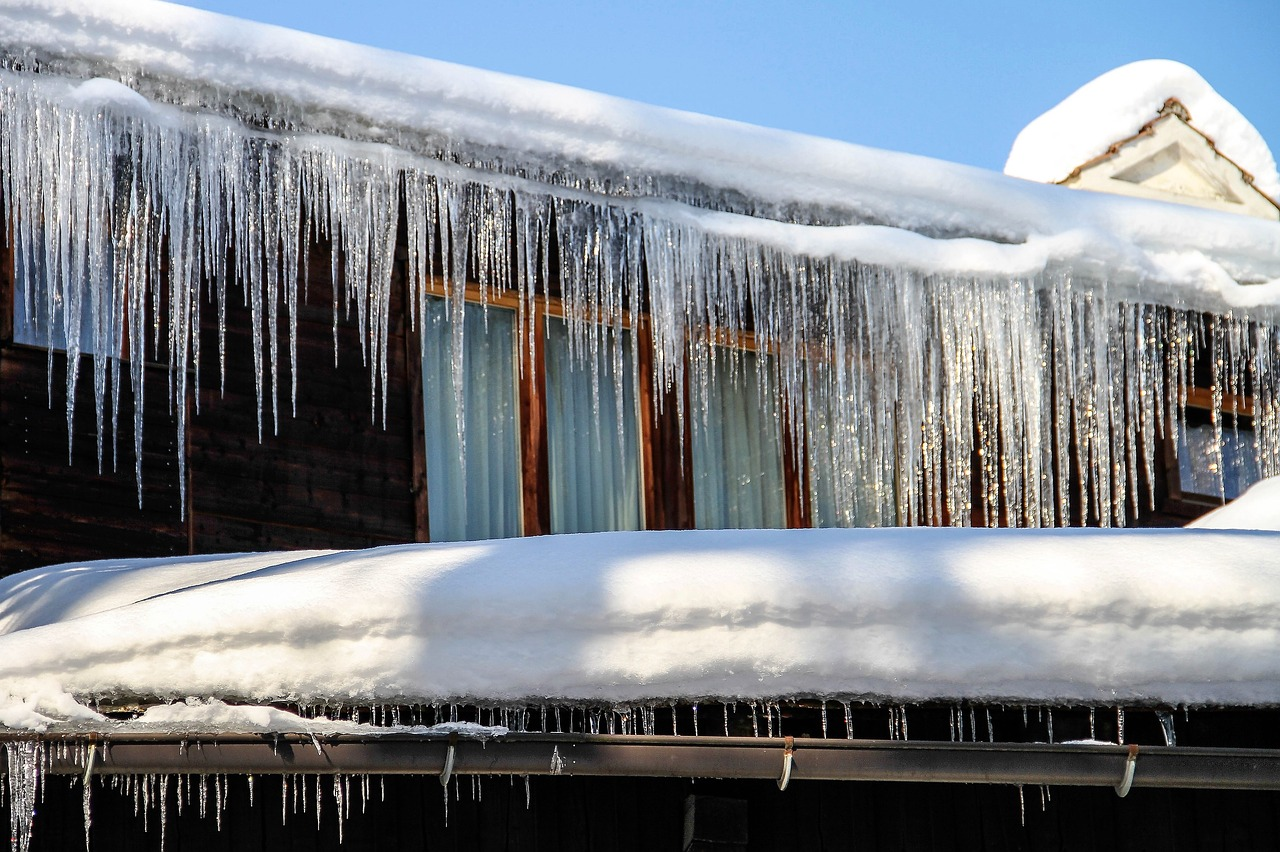 Winter Kälte Frost Eiszapfen Gefrieren Wasser Dachrinne