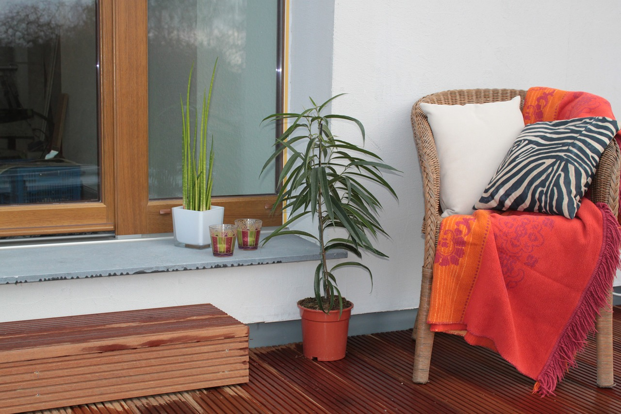 Balkon Terrasse Stuhl Sessel Decke Pflanze