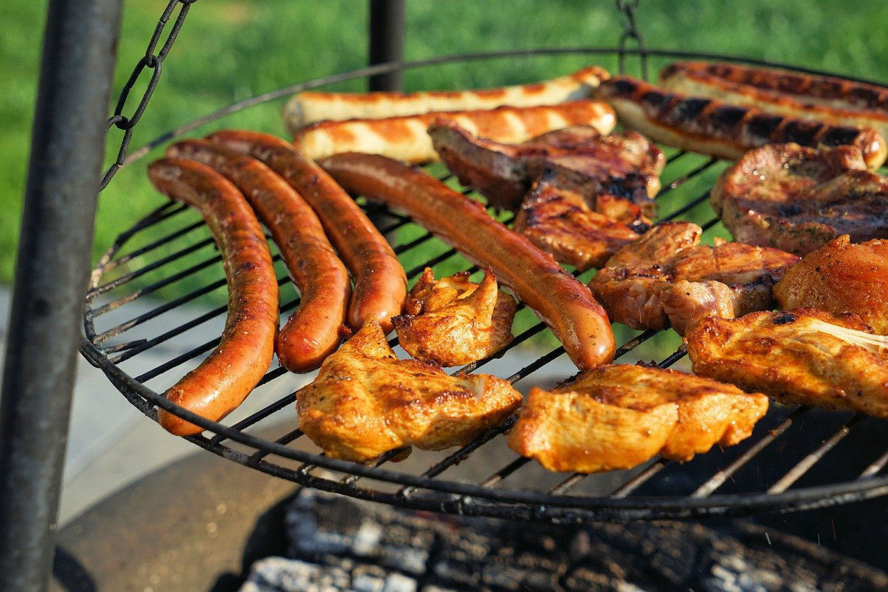 Barbecue BBQ Garten Grillen Fleisch Steak Bratwurst Schwenkgrill