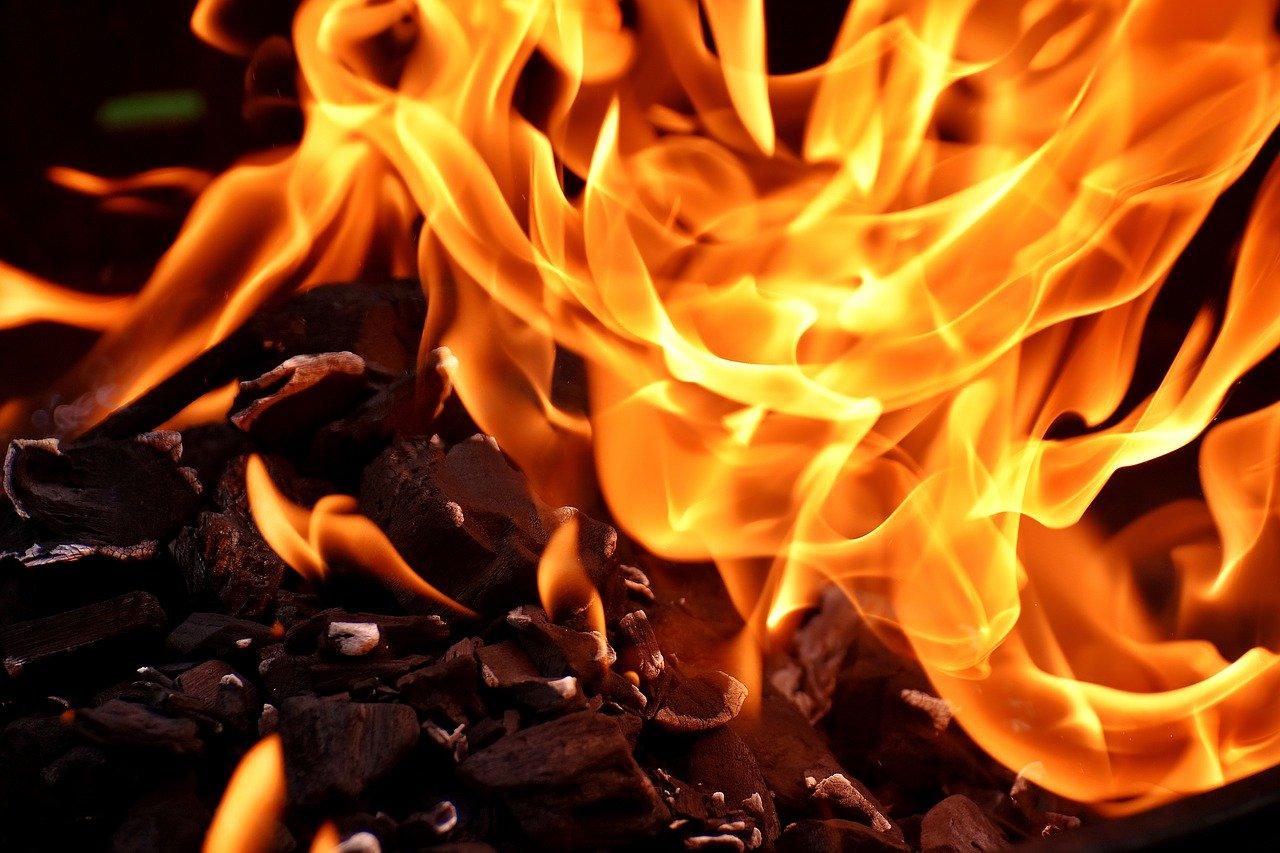 Feuer Flamme Holzkohle Hitze Glut Grillen Kamin