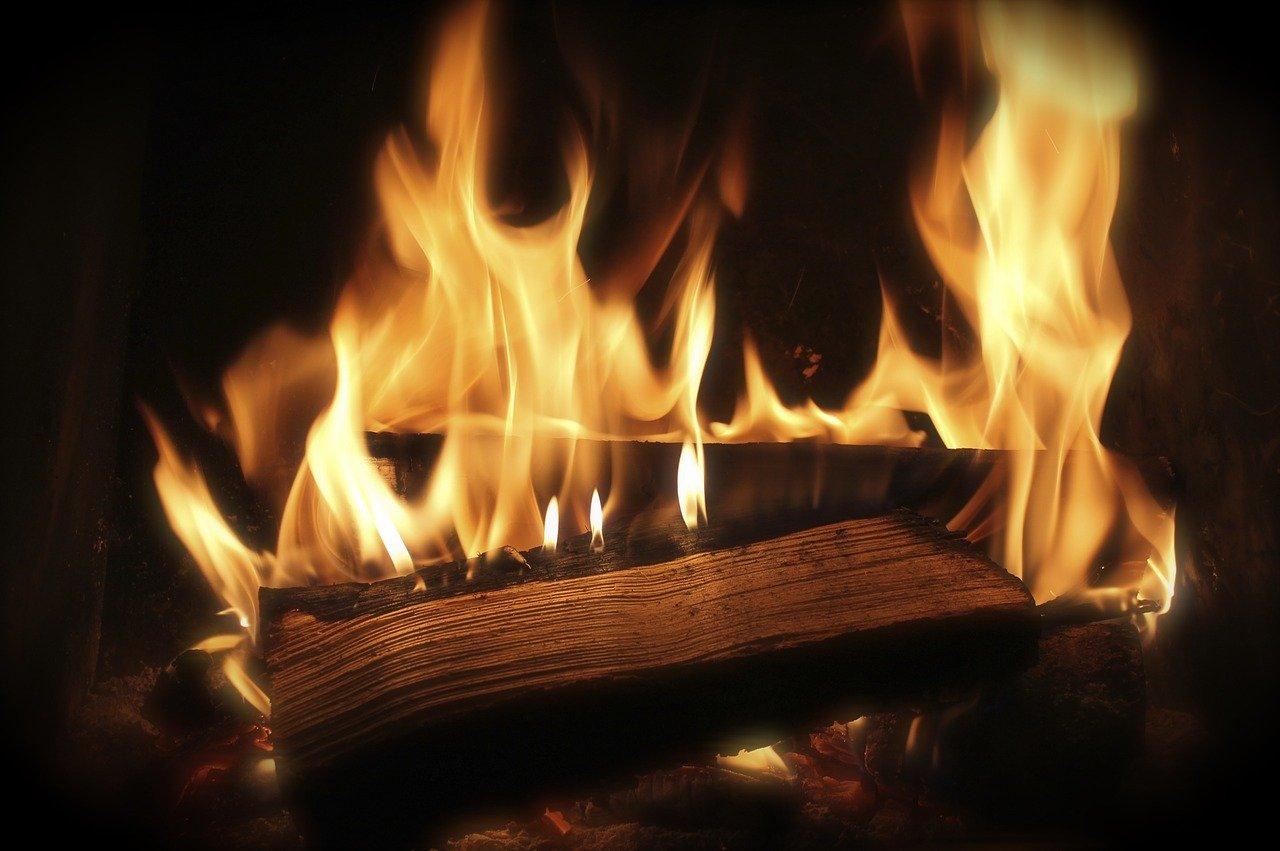 Feuer Holz Flammen Hitze Kamin Terrassenkamin