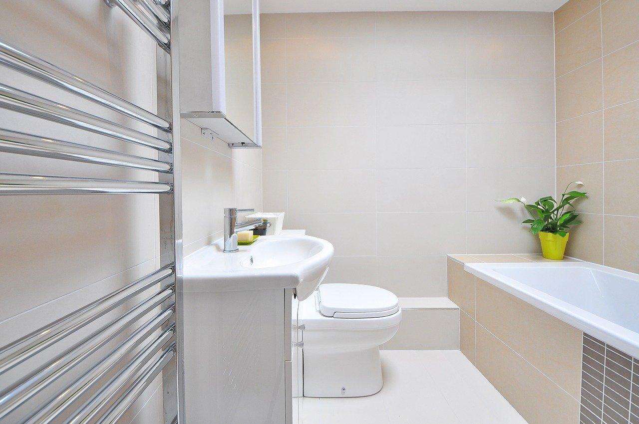 Badezimmer Bad Heizung Handtuchheizung Badewanne