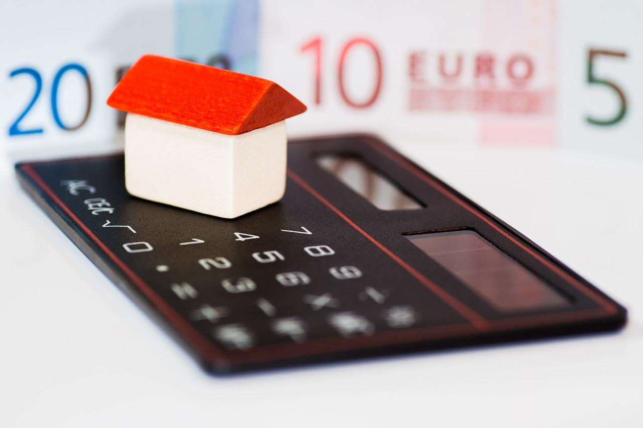 Eigenheim Haus Bauen Sparen Taschenrechner Euro Geld KfW