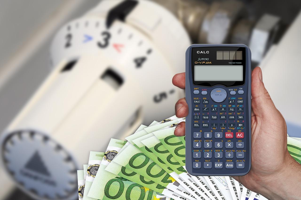 Heizung Temperaturregler Thermostat Taschenrechner Geldscheine Kosten