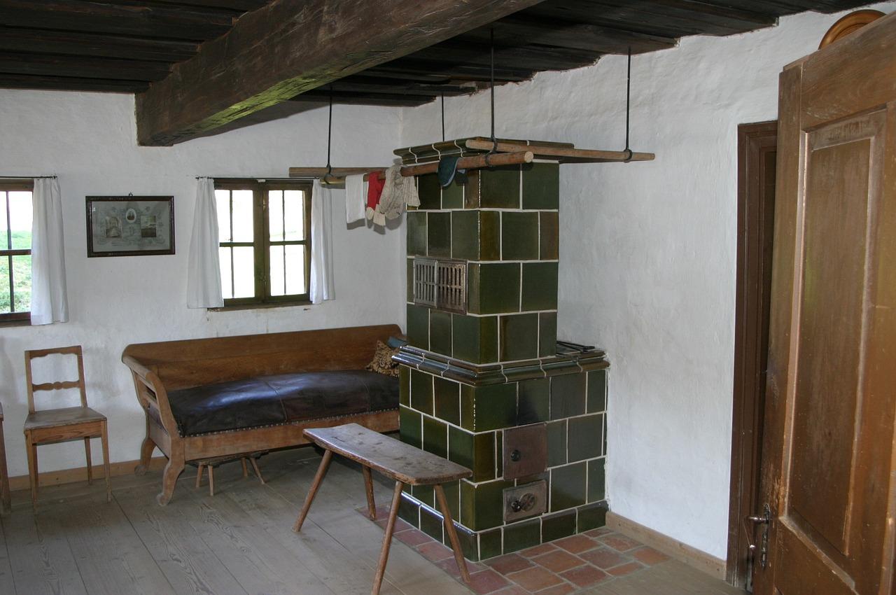 Ofen Kachelofen Couch Wohnraum Wohnzimmer