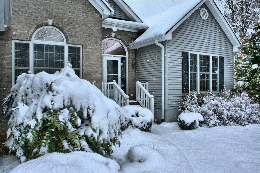 Haus Eigenheim Schnee Winter Frost Kälte