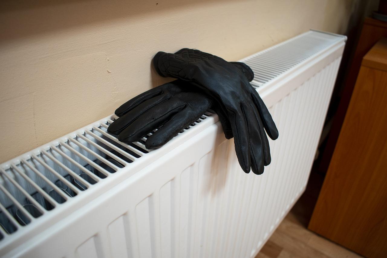 Heizung Heizkörper Lamellen Handschuhe
