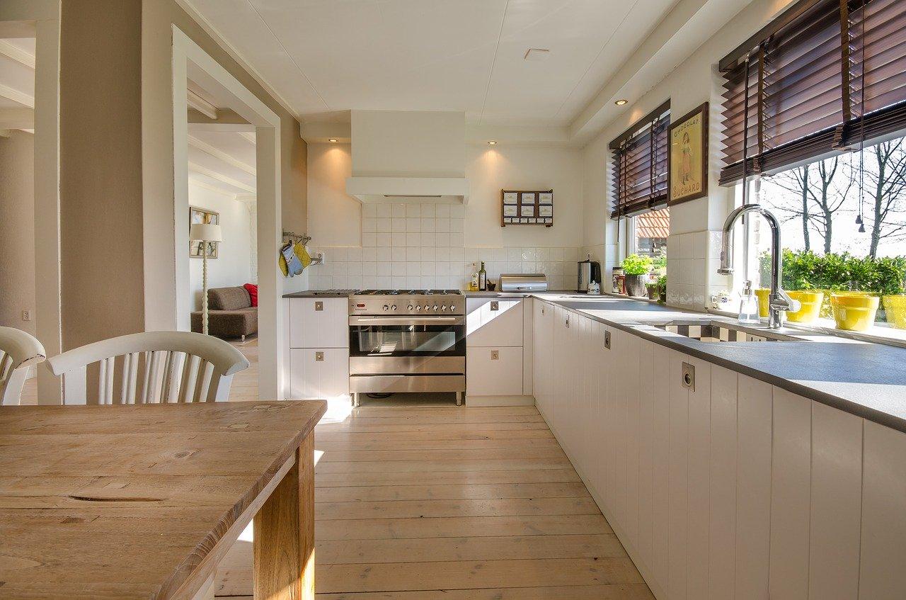 Küche Küchenzeile Arbeitsplatte Paneelheizung