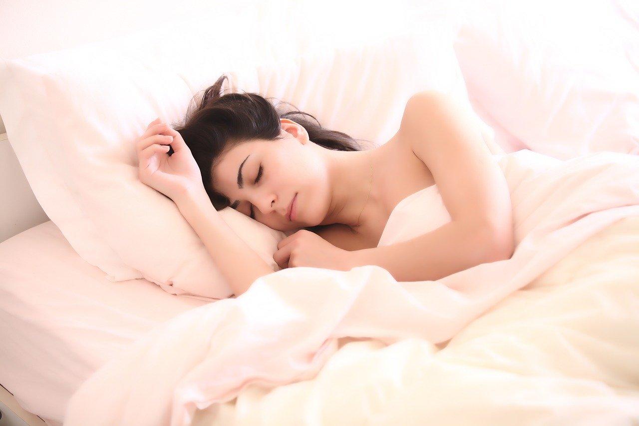 Schlafen Frau Bettdecke Kopfkissen Bett