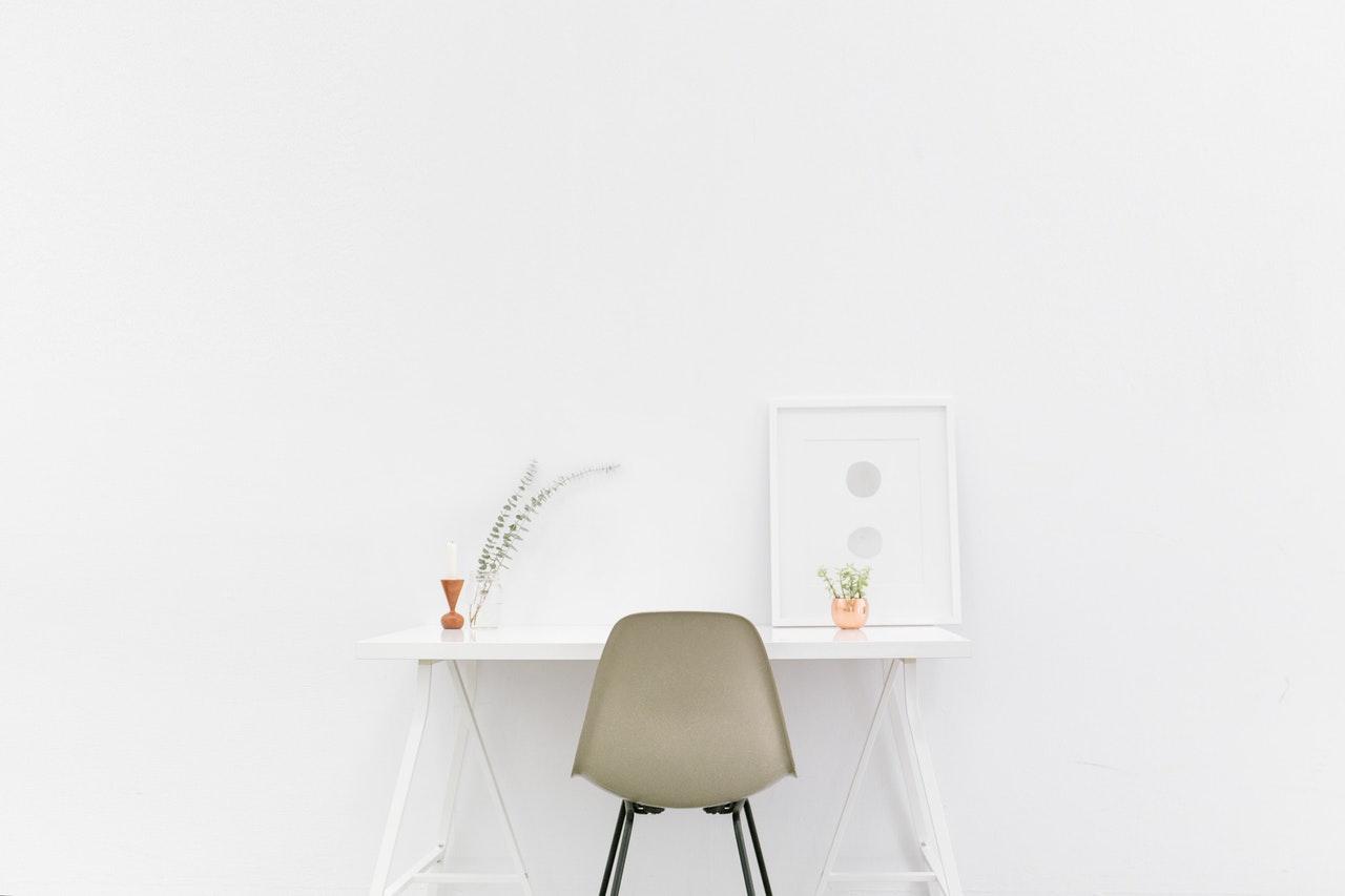Wand Wandfarbe Weiß Stuhl Schreibtisch