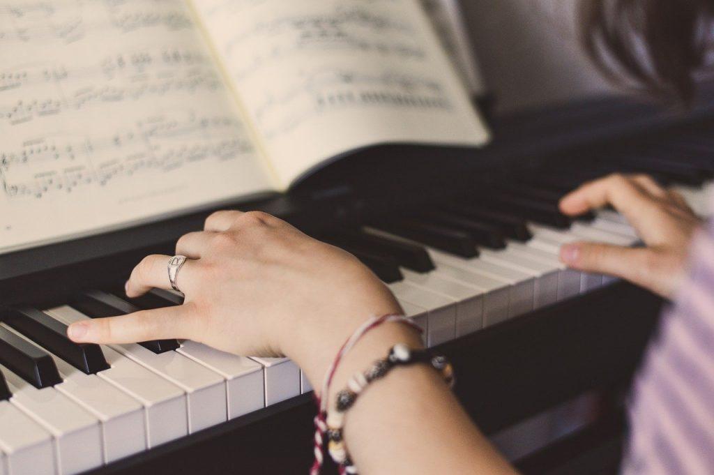Klavier spielen Piano