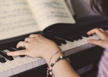Klavier auf Fußbodenheizung (Tipps) | Schädlich für Piano?
