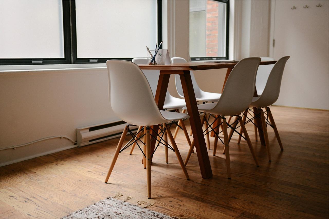 Esstisch Wohnzimmer Parkettboden