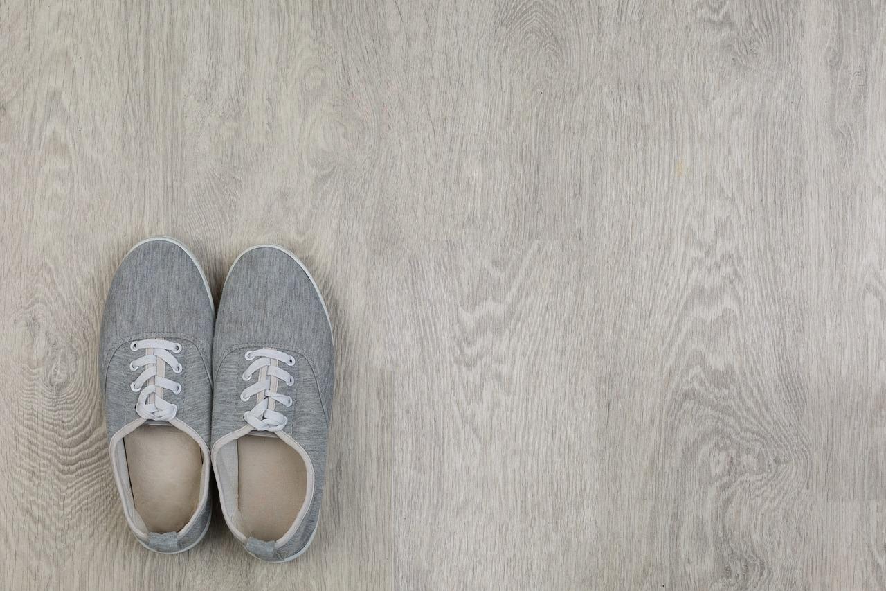 Fußboden Holzoptik Schuhe