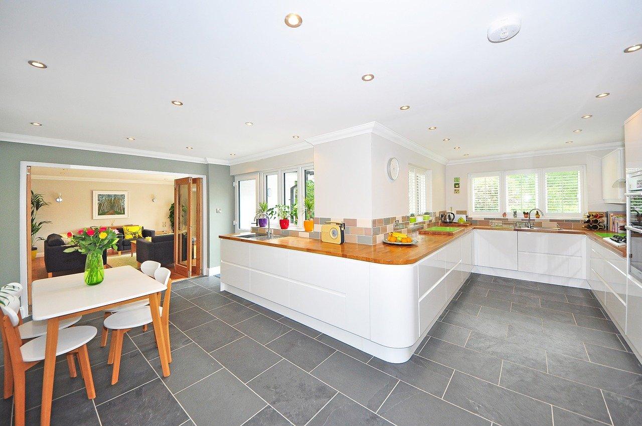 Fliesenboden Küche grau weiß