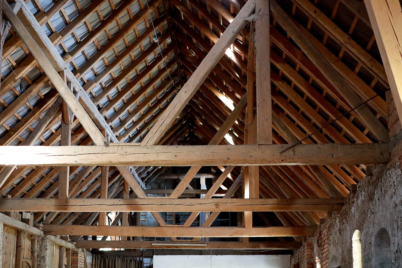 Dachstuhl Holzbalken Decke